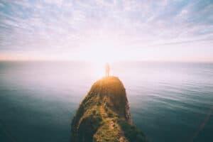 Photo-gazing-to-the-sun-over-sea